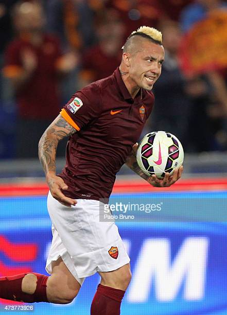 Radja Nainggolan of AS Roma celebrates after scoring the team's first goal during the Serie A match between AS Roma and Udinese Calcio at Stadio...