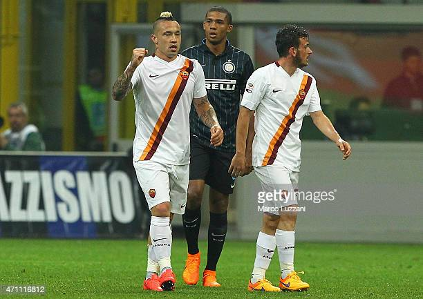 Radja Nainggolan of AS Roma celebrates his goal during the Serie A match between FC Internazionale Milano and AS Roma at Stadio Giuseppe Meazza on...