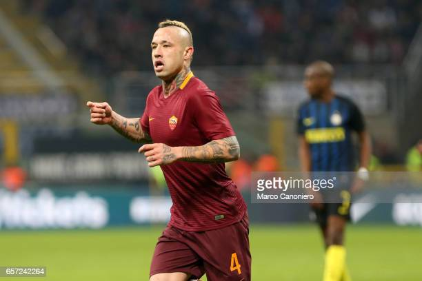 Radja Nainggolan of AS Roma celebrates his goal during the Serie A match between FC Internazionale and AS Roma at Stadio Giuseppe Meazza AS Roma wins...