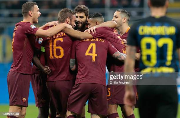 Radja Nainggolan of AS Roma celebrates his goal with his teammates during the Serie A match between FC Internazionale and AS Roma at Stadio Giuseppe...