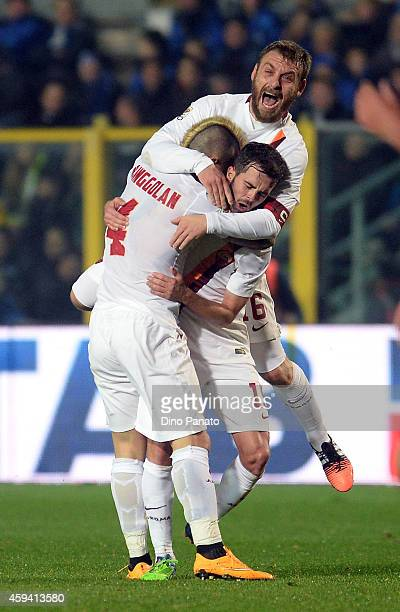 Radja Nainggolan of AS Roma celebrates with teams mate Daniele De Rossi after scoring his team's second goal during the Serie A match between...