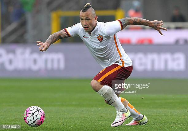 Radja Nainggolan of AS Roma in action during the Serie A match between Atalanta BC and AS Roma at Stadio Atleti Azzurri d'Italia on April 17 2016 in...