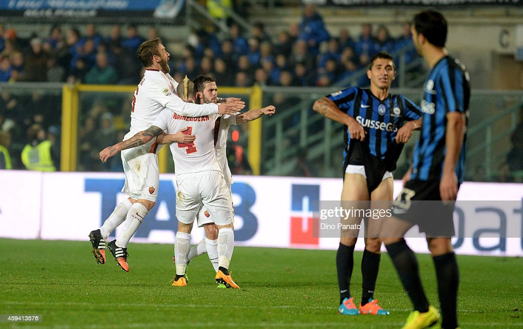 Radja Nainggolan of AS Roma is mobbed by team mates after scoring his team's second goal during the Serie A match between Atalanta BC and AS Roma at...