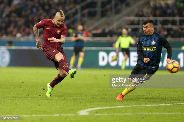 Radja Nainggolan of AS Roma scores his second goal during the Serie A match between FC Internazionale and AS Roma at Stadio Giuseppe Meazza AS Roma...