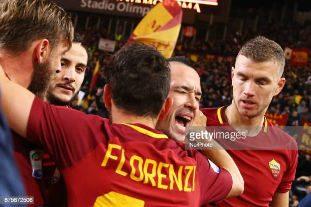 Radja Nainggolan of Roma celebrates with the teammates after the goal of 20 during the Italian Serie A football match AS Roma vs Lazio on November 18...