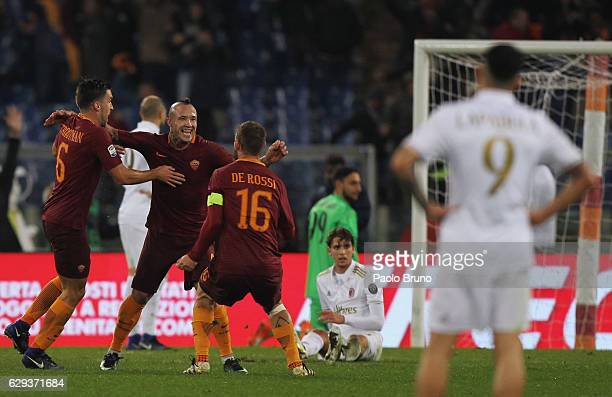 Radja Nainggolan with his teammates Kevin Strootman and Daniele De Rossi of AS Roma celebrates after scoring the opening goal during the Serie A...