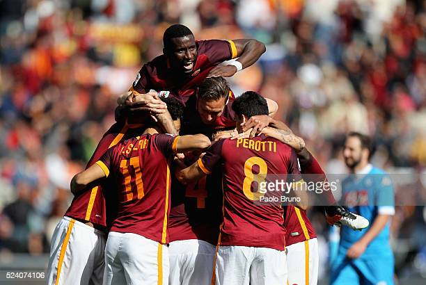 Radja Nainggolan with his teammates of AS Roma celebrates after scoring the opening goal during the Serie A match between AS Roma and SSC Napoli at...