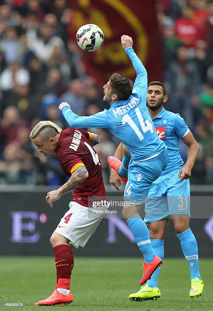 Radja Nainngolan (L) AS Roma competes for the ball with Dries Mertens of SSC Napoli during the Serie A match between AS Roma and SSC Napoli at Stadio Olimpico on April 4, 2015 in Rome, Italy.