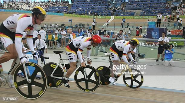 Radsport Olympische Spiele Athen 2004 Athen Bahnrad / Maenner / Team Sprint Gold Team GER Stefan NIMKE Rene WOLFF Jens FIEDLER / GER 210804