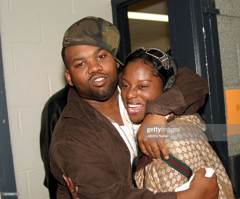jay z s raekwon and foxy brown during jay z s best of both worlds new york performance