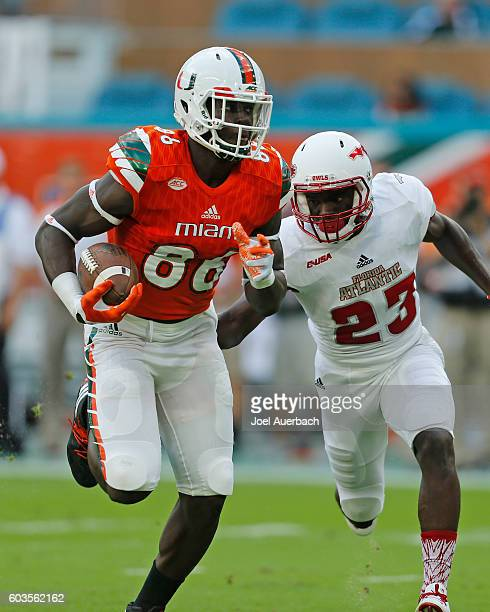 Raekwon Williams of the Florida Atlantic Owls pursues David Njoku of the Miami Hurricanes as he runs with the ball on September 10 2016 at Hard Rock...