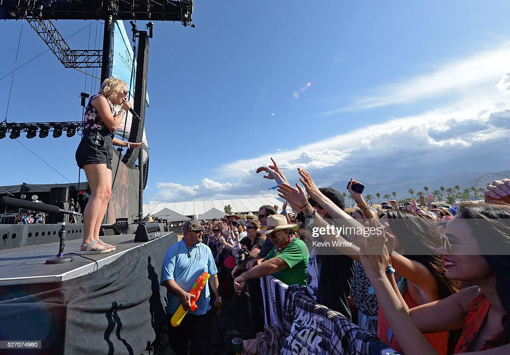 <a gi-track='captionPersonalityLinkClicked' href=/galleries/search?phrase=RaeLynn+-+Zangeres&family=editorial&specificpeople=12706754 ng-click='$event.stopPropagation()'>RaeLynn</a> performs onstage during 2016 Stagecoach California's Country Music Festival at Empire Polo Club on May 01, 2016 in Indio, California.
