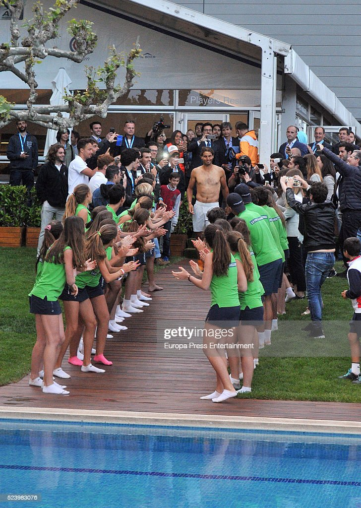 Celebrities attend tennis barcelona open banc sabadell for Swimming pool trade show barcelona