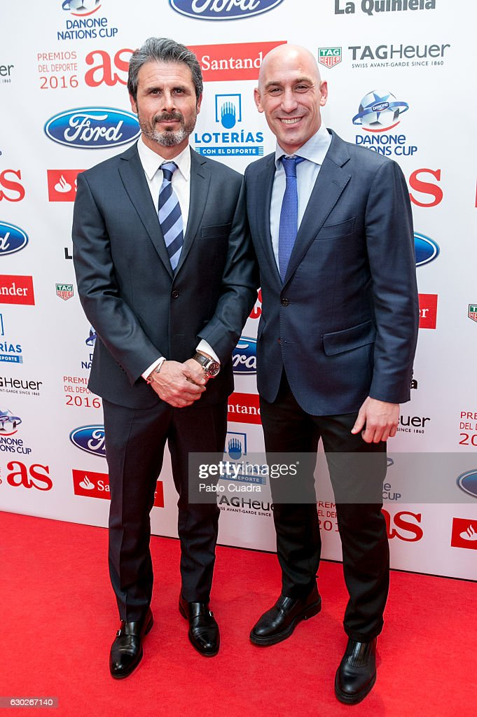 ¿Cuánto mide Luis Rubiales? Rafael-alkorta-and-luis-rubiales-attend-the-as-del-deporte-awards-picture-id630267140