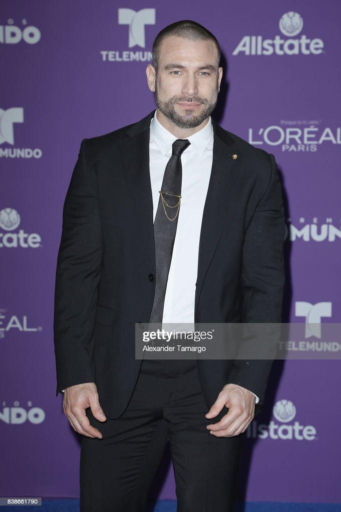 Rafael Amaya arrives at Telemundo's 2017 'Premios Tu Mundo' at American Airlines Arena on August 24, 2017 in Miami, Florida.