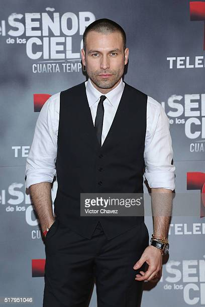 Rafael Amaya attends 'El Senor De Los Cielos' season 4 premiere red carpet at Cinepolis Plaza Carso on March 28 2016 in Mexico City Mexico