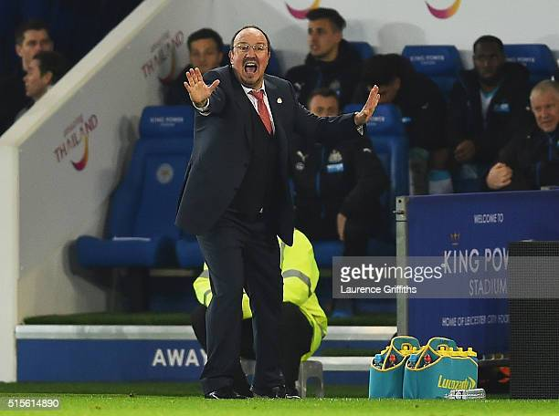 Rafael Benitez manager of Newcastle United gives instructions during the Barclays Premier League match between Leicester City and Newcastle United at...
