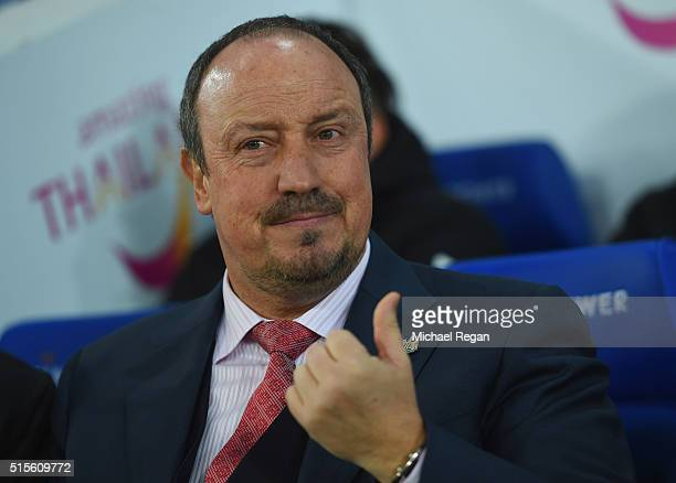Rafael Benitez manager of Newcastle United looks on prior to the Barclays Premier League match between Leicester City and Newcastle United at The...