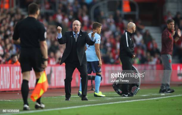 Rafael Benitez Manager of Newcastle United reacts towards the assistance referee during the Premier League match between Southampton and Newcastle...