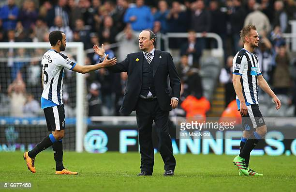 Rafael Benitez manager of Newcastle United shakes hands with Andros Townsend of Newcastle United after the Barclays Premier League match between...