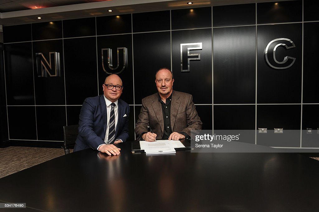 Rafael Benitez (R) signs a new contract as Newcastle United's manager with managing director Lee Charnley (L) at St.James' Park on May 25, 2016, in Newcastle upon Tyne, England.