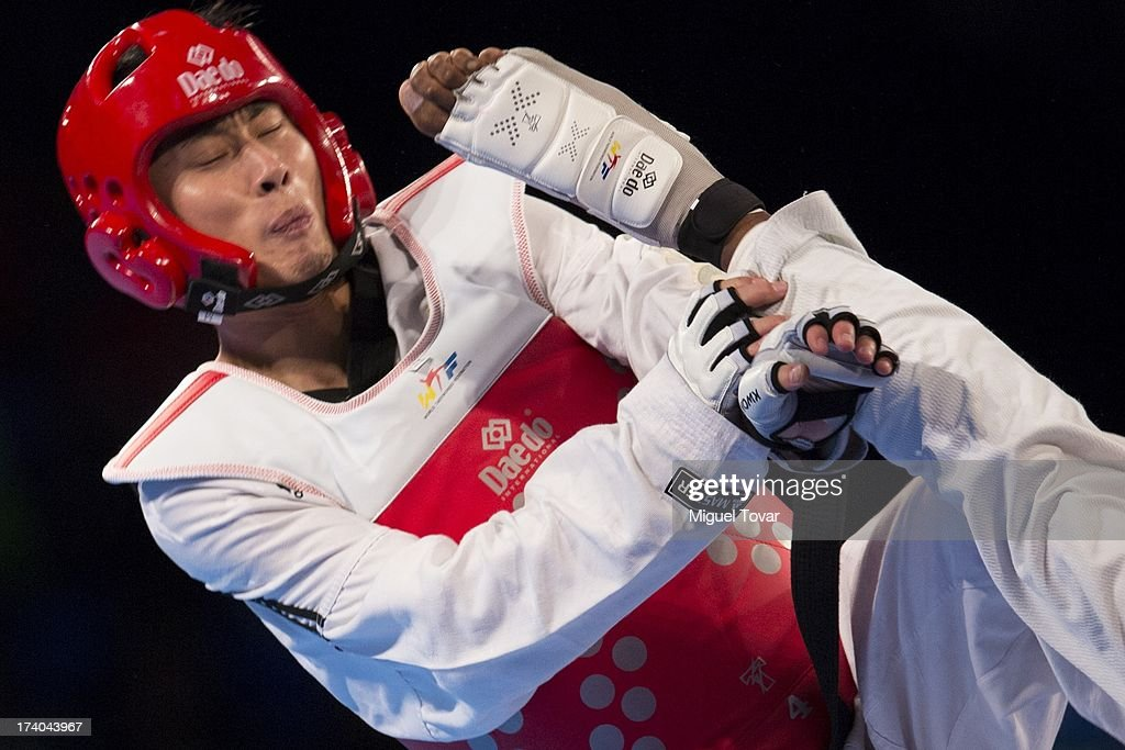 Rafael Castillo of Cuba competes with Mao Zhao Yong of China during the men's -87 kg final combat of WTF World Taekwondo Championships 2013 at the exhibitions Center on July 19, 2013 in Puebla, Mexico.
