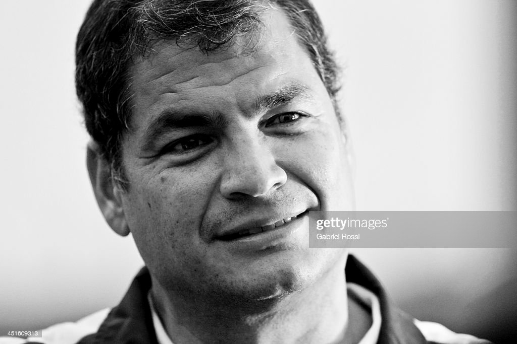 <a gi-track='captionPersonalityLinkClicked' href=/galleries/search?phrase=Rafael+Correa&family=editorial&specificpeople=2294079 ng-click='$event.stopPropagation()'>Rafael Correa</a>, president of Ecuador attends to see his daughter Sofia Correa participate in the opening day of Sport Climbing as part of XVII Bolivarian Games Trujillo 2013 at Villa Deportiva Regional del Callao on November 23, 2013 in Lima, Peru.