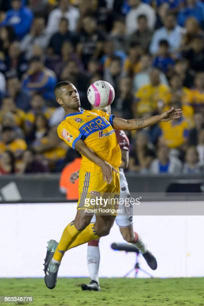 Rafael De Souza of Tigres controls the ball during the 10th round match between Tigres UANL and Veracruz as part of the Torneo Apertura 2017 Liga MX...