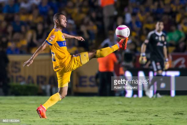 Rafael De Souza of Tigres controls the ball during the 14th round match between Tigres UANL and Toluca as part of the Torneo Apertura 2017 Liga MX at...