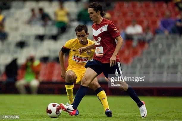 Rafael Medina of Veracruz and Adrian Aldrete of America fight for the ball during the Torneo Copa MX match between America and Veracruz in the...