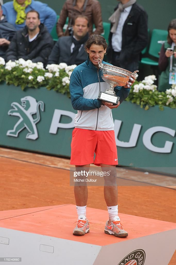 <a gi-track='captionPersonalityLinkClicked' href=/galleries/search?phrase=Rafael+Nadal&family=editorial&specificpeople=194996 ng-click='$event.stopPropagation()'>Rafael Nadal</a> poses with the Roland Garros Cup At French Open 2013 - Day 15 at Roland Garros on June 9, 2013 in Paris, France.