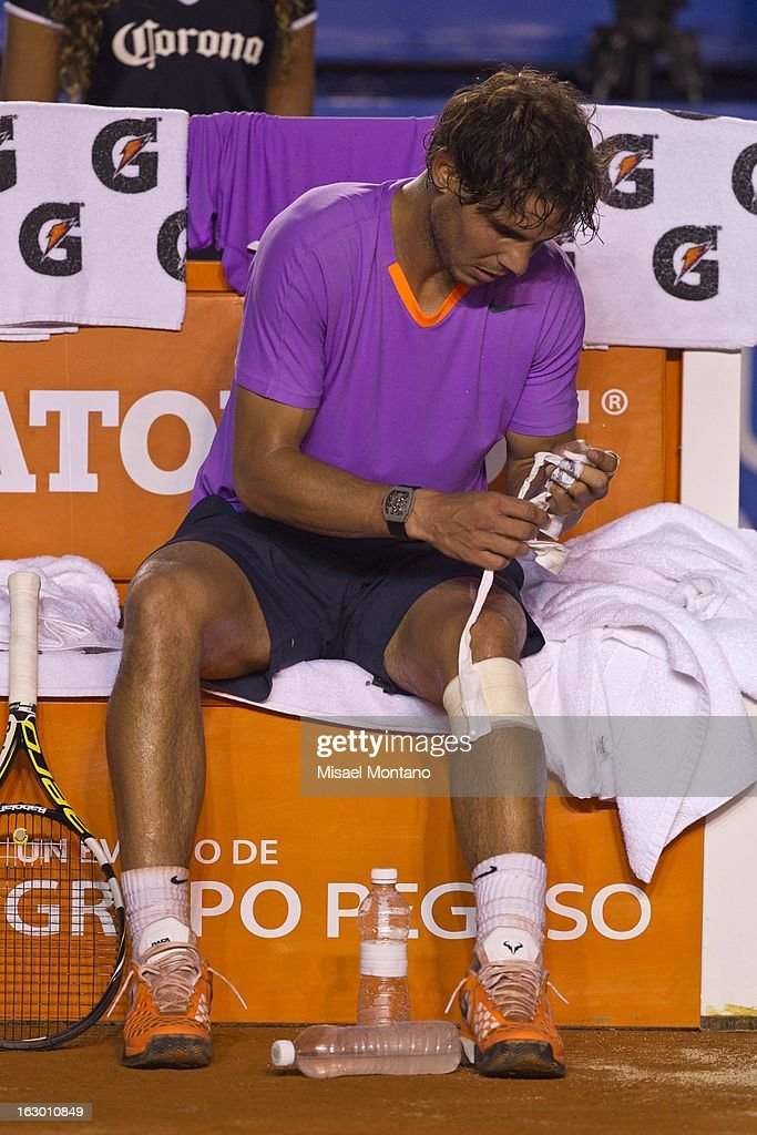 Rafael Nadal removes his knee bandage during the final round match against David Ferrer at the ATP Mexican Open Telcel on March 2, 2013 in Acapulco, Mexico.