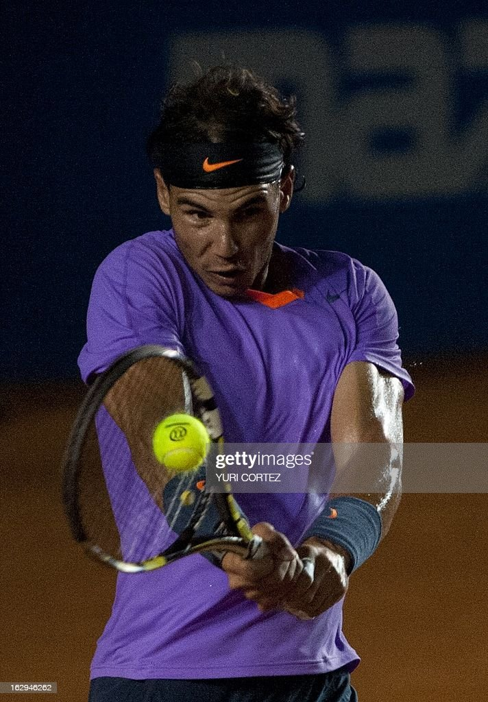 Rafael Nafal of Spain returns the ball to his compatriot Nicolas Almagro during their semi-final Mexico ATP Open men's single tennis match, in Acapulco, Guerrero state on March 1, 2013. AFP PHOTO/ Yuri CORTEZ