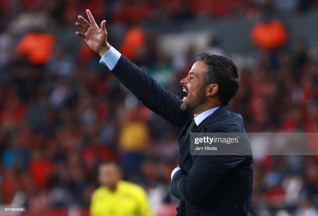 Rafael Puente, Coach of Lobos BUAP gives instructions to his players during the 6th round match between Atlas and Lobos BUAP as part of the Torneo Apertura 2017 Liga MX at Jalisco Stadium on August 22, 2017 in Guadalajara, Mexico.