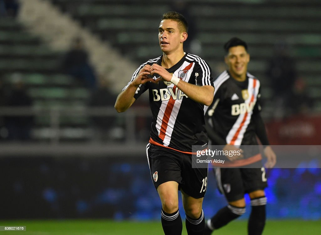 Rafael Santos Borre of River Plate celebrates after scoring the fourth goal of his team during a match between River Plate and Instituto as part of round 16 of Copa Argentina 2017 at Jose Maria Minella Stadium on August 20, 2017 in Mar del Plata, Argentina.