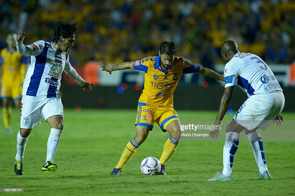 <a gi-track='captionPersonalityLinkClicked' href=/galleries/search?phrase=Rafael+Sobis&family=editorial&specificpeople=682143 ng-click='$event.stopPropagation()'>Rafael Sobis</a> of Tigres controls the ball against <a gi-track='captionPersonalityLinkClicked' href=/galleries/search?phrase=Jorge+Hernandez+-+Soccer+Player&family=editorial&specificpeople=7901368 ng-click='$event.stopPropagation()'>Jorge Hernandez</a> and <a gi-track='captionPersonalityLinkClicked' href=/galleries/search?phrase=Aquivaldo+Mosquera&family=editorial&specificpeople=624234 ng-click='$event.stopPropagation()'>Aquivaldo Mosquera</a> of Pachuca during the 13th round match between Tigres UANL and Pachuca as part of the Apertura 2015 Liga MX at Universitario Stadium on October 17, 2015 in Monterrey, Mexico.