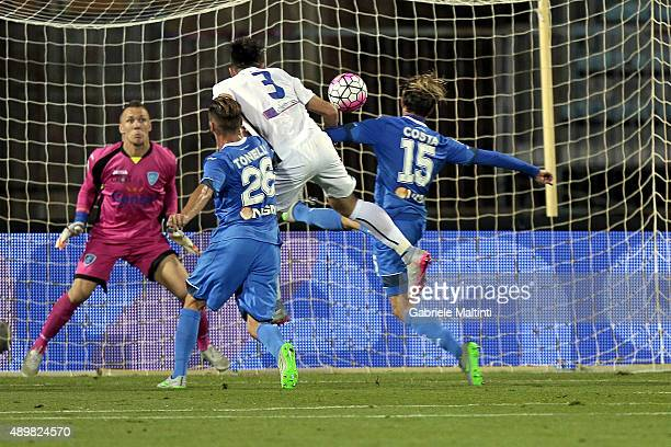 Rafael Toloi of Atalanta BC scores the opening goal during the Serie A match between Empoli FC and Atalanta BC at Stadio Carlo Castellani on...