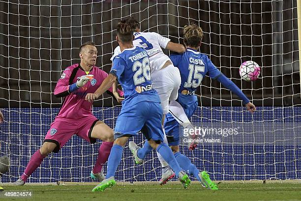 Rafael Toloi of Atalanta BC scores the opening goal during the Serie A match between Empoli FC and Atalanta BC at Stadio Carlo Castellani on...