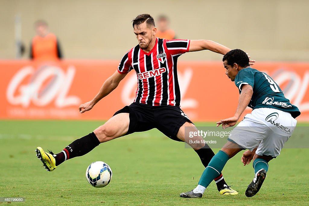 Goias v Sao Paulo - Brasileirao Series A 2014