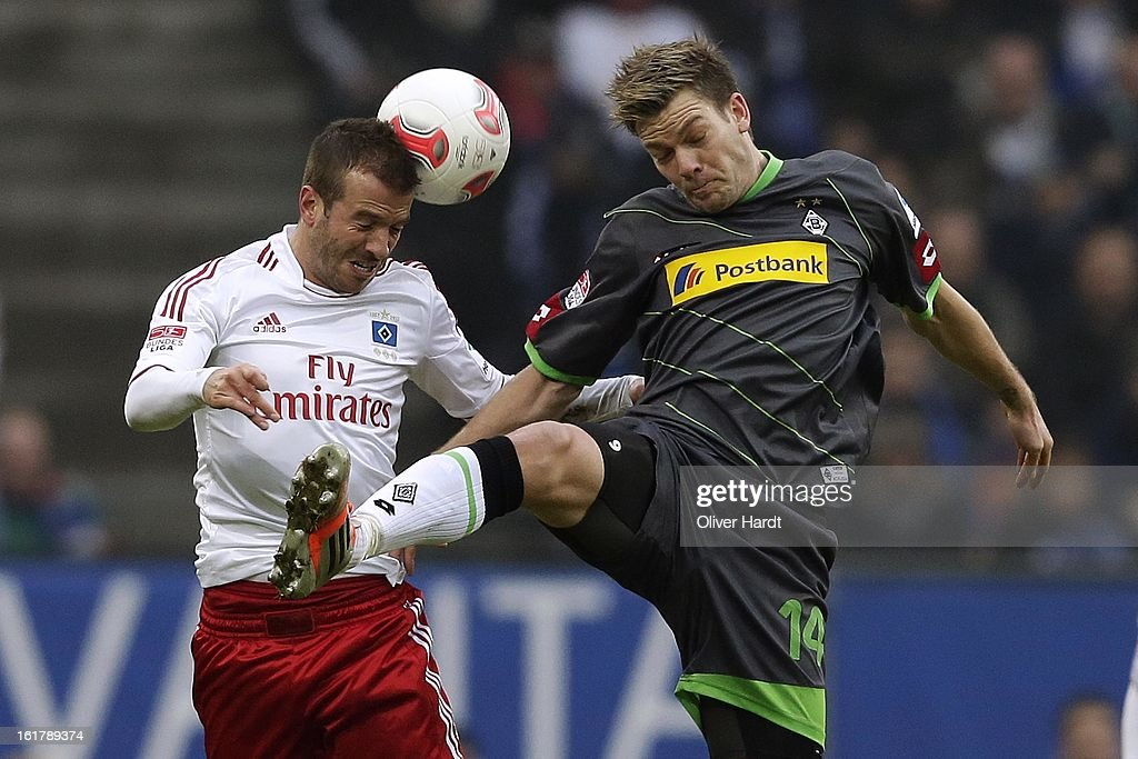 Rafael van der Vaart (L) of Hamburg and <a gi-track='captionPersonalityLinkClicked' href=/galleries/search?phrase=Thorben+Marx&family=editorial&specificpeople=764793 ng-click='$event.stopPropagation()'>Thorben Marx</a> (R) of Gladbach battle for the ball during the Bundesliga match between Hamburger SV and Borussia Moenchengladbach at Imtech Arena on February 16, 2013 in Hamburg, Germany.