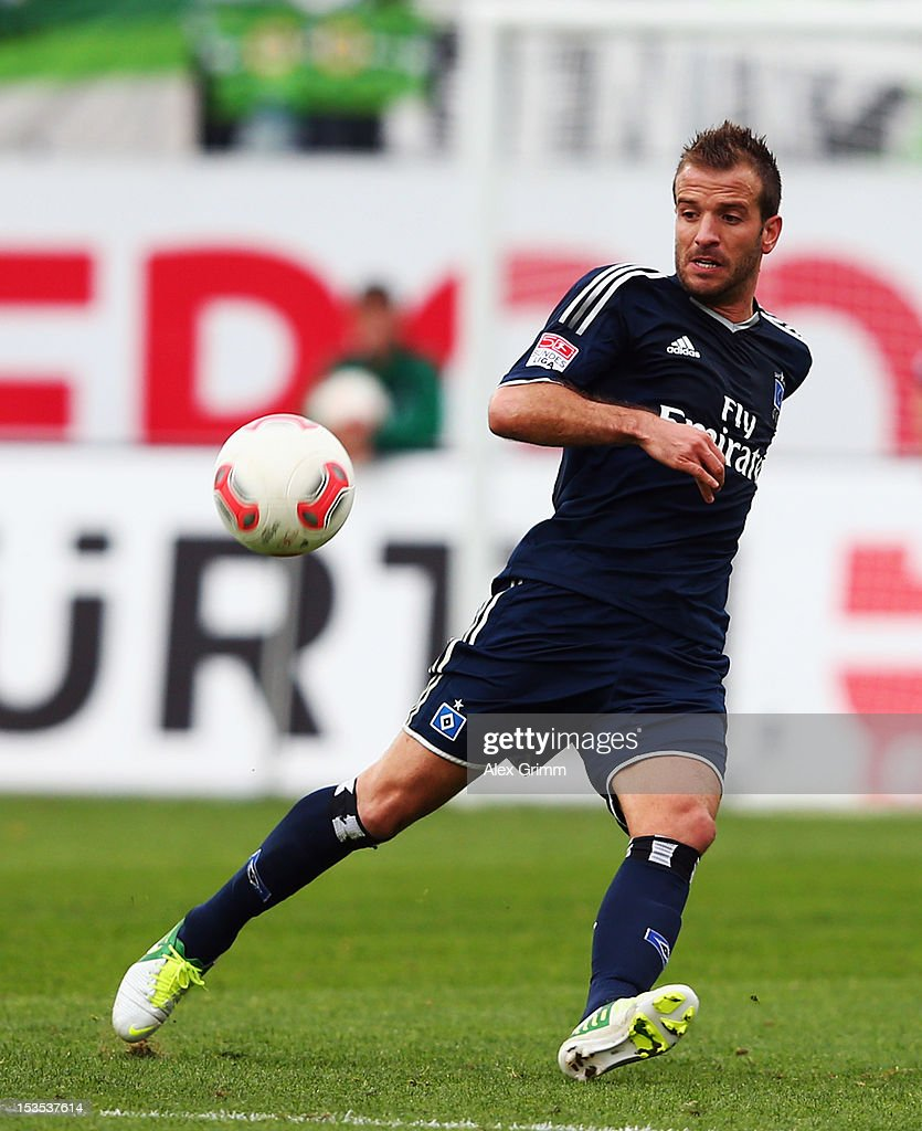 Rafael van der Vaart of Hamburg controles the ball during the Bundesliga match between SpVgg Greuther Fuerth and Hamburger SV at Trolli-Arena on October 6, 2012 in Fuerth, Germany.