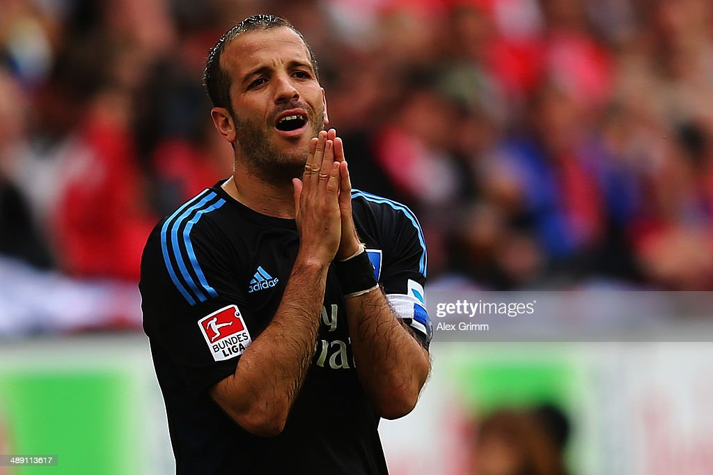 <a gi-track='captionPersonalityLinkClicked' href=/galleries/search?phrase=Rafael+van+der+Vaart&family=editorial&specificpeople=210815 ng-click='$event.stopPropagation()'>Rafael van der Vaart</a> of Hamburg reacts during the Bundesliga match between 1. FSV Mainz 05 and Hamburger SV at Coface Arena on May 10, 2014 in Mainz, Germany.