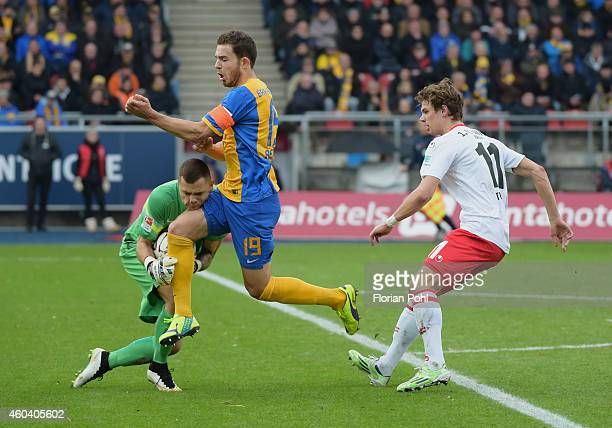 Rafal Gikiewicz Ken Reichel of Eintracht Braunschweig Maximilian Thiel of 1 FC Union Berlin in action during the game between Eintracht Braunschweig...