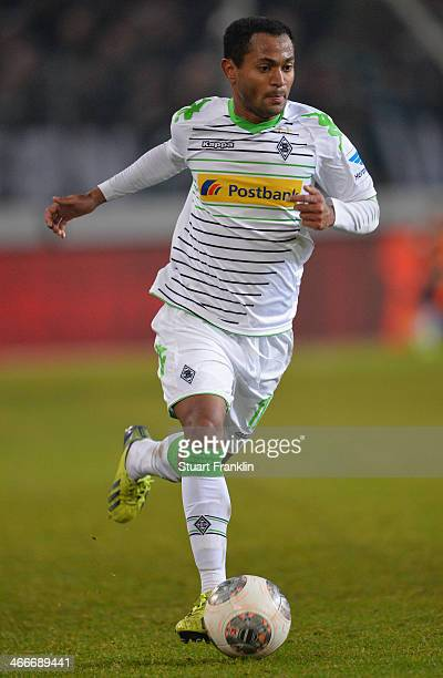 Raffael Caetano de Araújo of Gladbach in action during the Bundesliga match between Hannover 96 and Borussia Moenchengladbach at HDIArena on November...