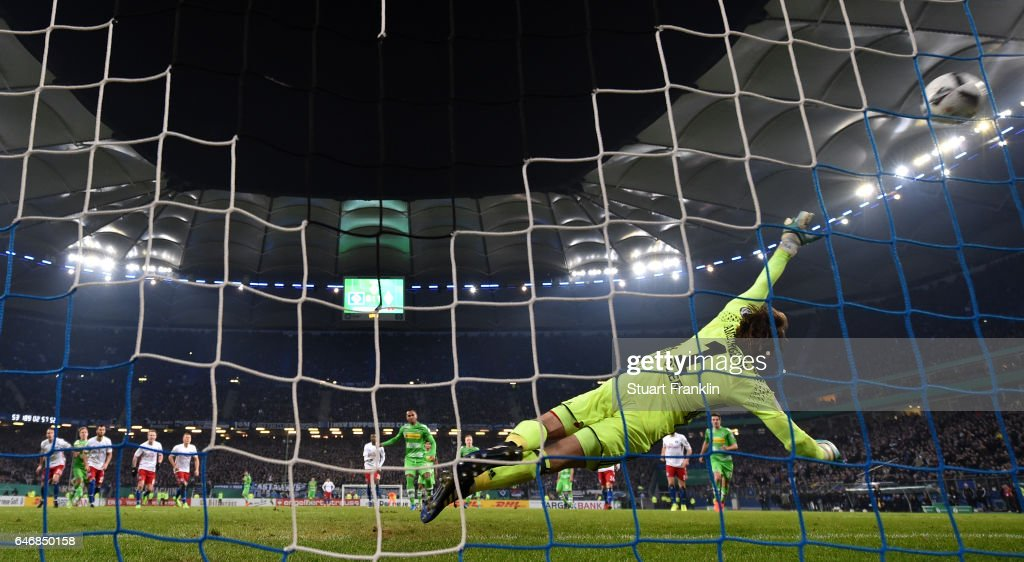 Raffael of Gladbach scores the second penalty during the DFB Cup quarter final between Hamburger SV and Borussia Moenchengladbach at Volksparkstadion on March 1, 2017 in Hamburg, Germany.