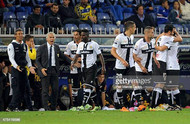 Raffaele Palladino of Parma FC celebrates the goal with his team players during the Serie A match between UC Sampdoria and Parma FC at Stadio Luigi...