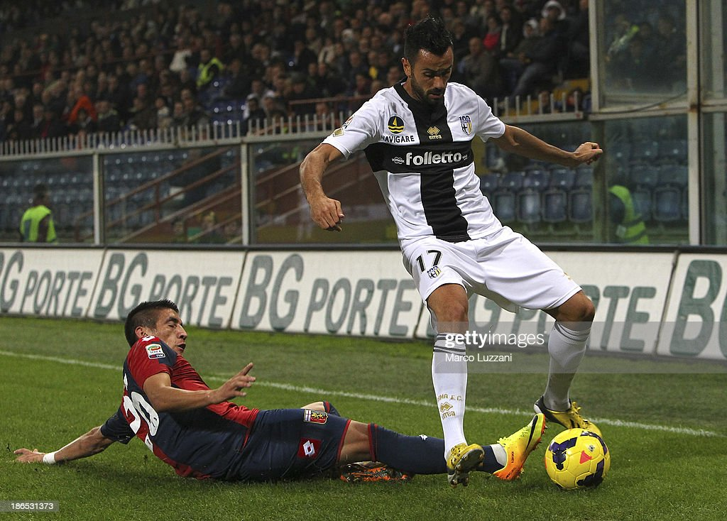 Raffaele Palladino (R) of Parma FC competes for the ball with Ricardo Centurion (L) of Genoa CFC during the Serie A match between Genoa CFC and Parma FC at Stadio Luigi Ferraris on October 30, 2013 in Genoa, Italy.