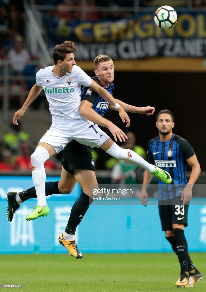 Rafik Zekhnini of ACF Fiorentina (L) jumps for the ball with Milan Skriniar of FC Internazionale Milano during the Serie A match between FC Internazionale and ACF Fiorentina at Stadio Giuseppe Meazza on August 20, 2017 in Milan, Italy.