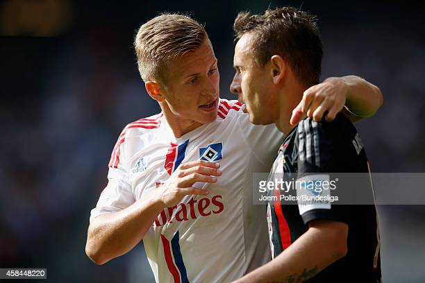 Rafinha of Muenchen and Matthias Ostrzolek of Hamburg chat during the Bundesliga match between Hamburger SV and FC Bayern Muenchen at Imtech Arena on...