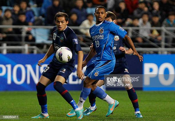 Rafinha of Ulsan Hyundai tussles for posession with Ibrokhimov Jovlon of Bunyodkor during the AFC Champions League semi final second leg match...